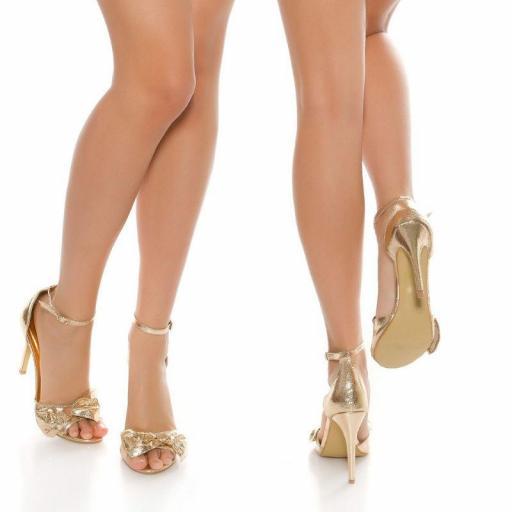 Sandalia oro brillante estilo