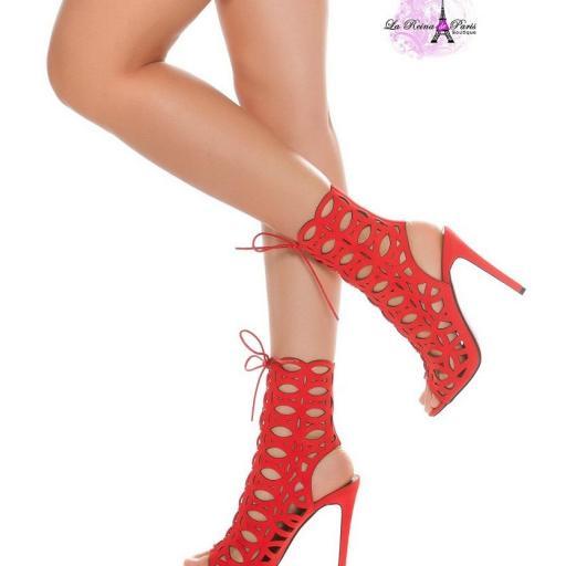 Sandalias rojas de tacón alto