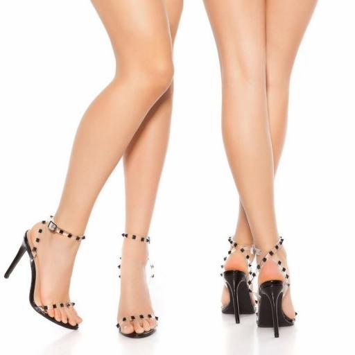 Sandalias negras de tacón con tachuelas