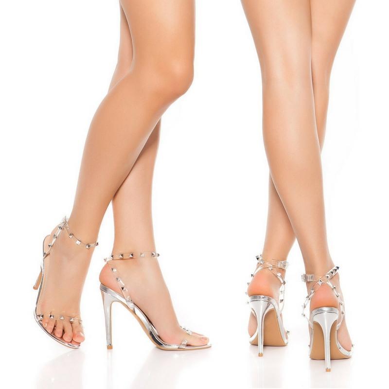 Sandalias plata de tacón con tachuelas