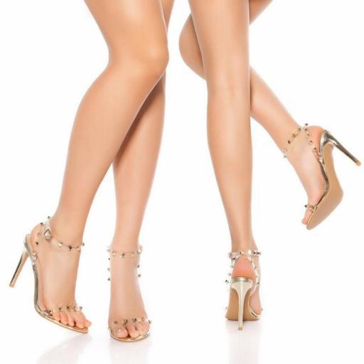 Sandalias oro de tacón con tachuelas