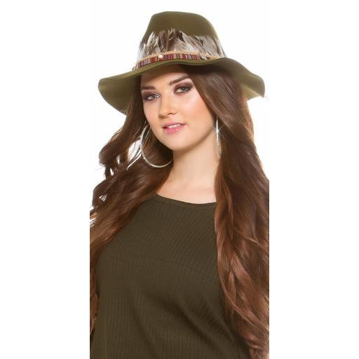 Sombrero con plumas khaki