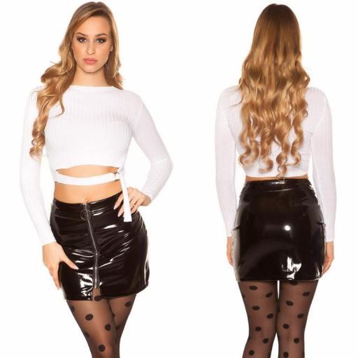 Suéter blanco con hebilla