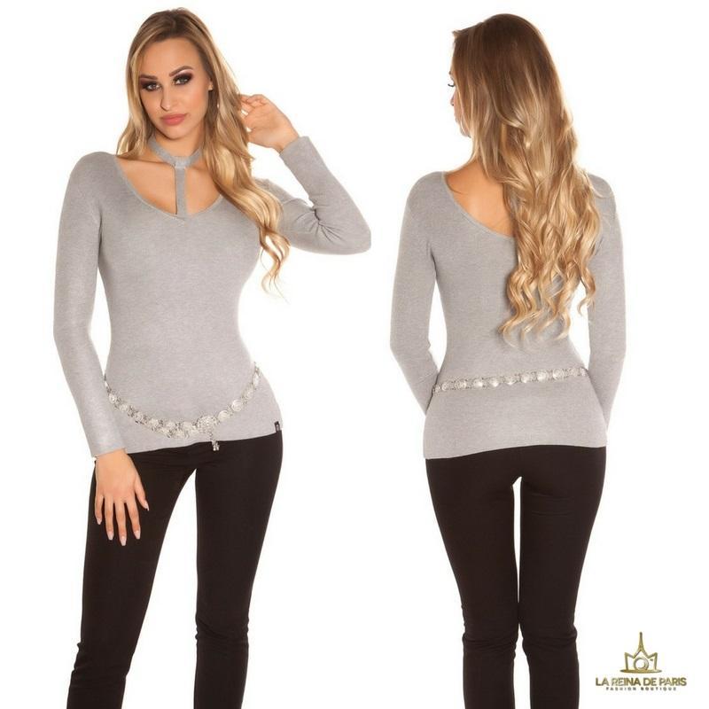 Suéter de moda gris con choker