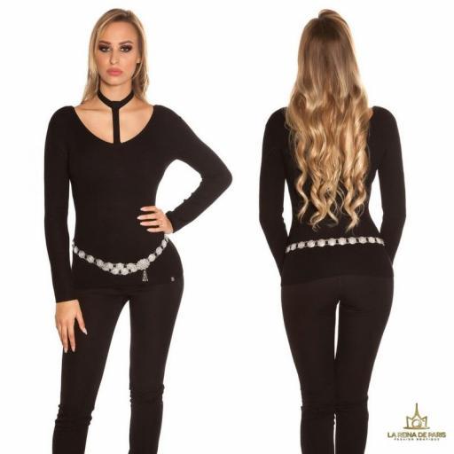 Suéter de moda negro con choker
