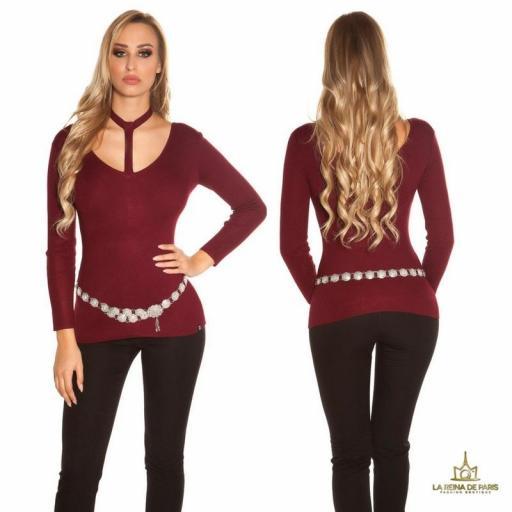 Suéter de moda burdeos con choker
