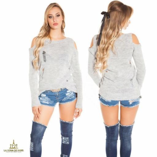 Suéter largo gris a hombro abierto