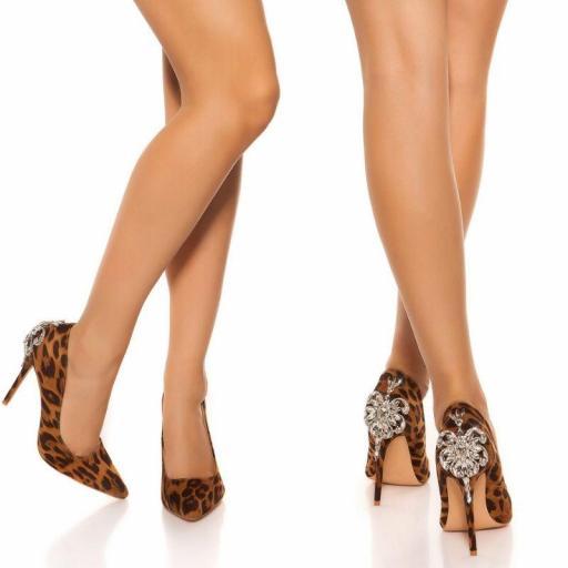 Tacones altos lacados leopardo
