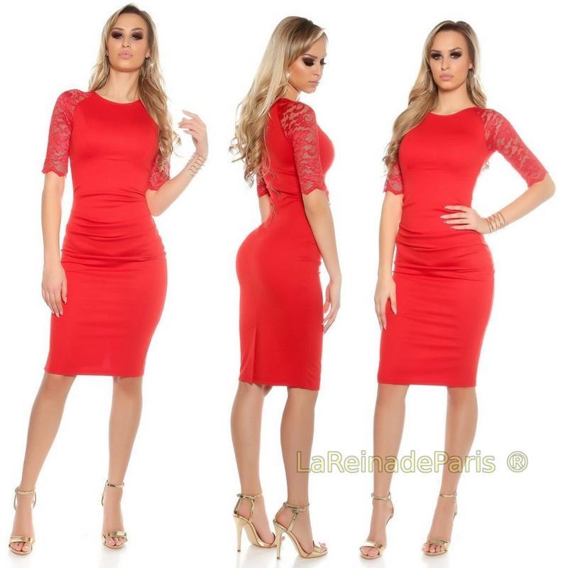 Vestido rojo ajustado con encaje