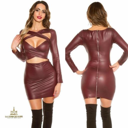 Mini vestido efecto cuero burdeos