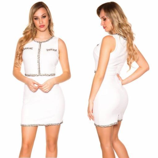Vestido blanco con costuras en contraste [1]
