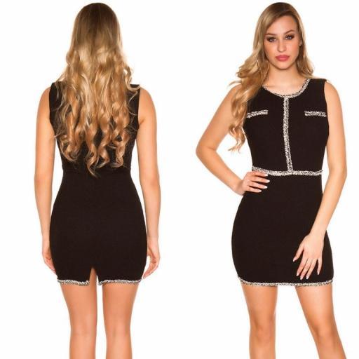 Vestido negro con costuras en contraste