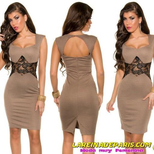 Vestido corto de encaje entallado