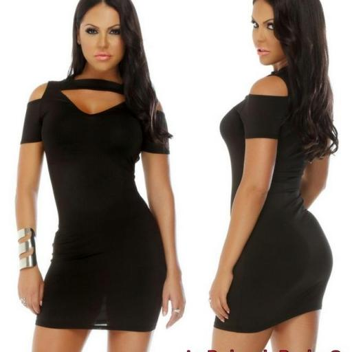 Vestido corto negro look alternativo