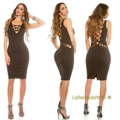Vestido negro ajustado con aberturas  [1]