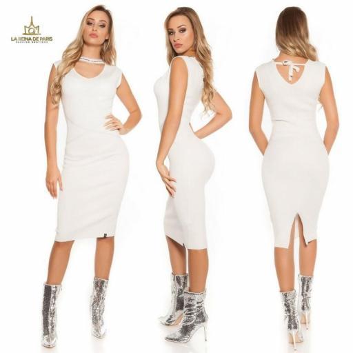 Vestido de punto blanco con gargantilla [1]