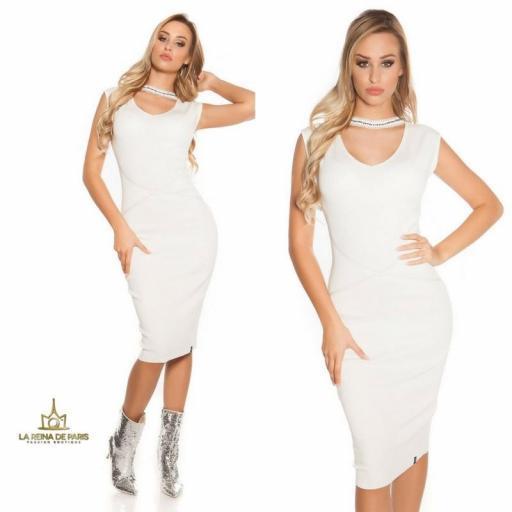 Vestido de punto blanco con gargantilla
