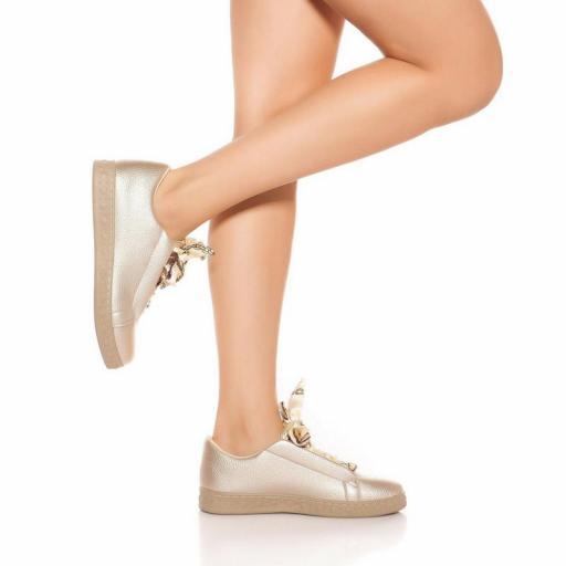 Zapatillas oro con cordones decorativos [1]