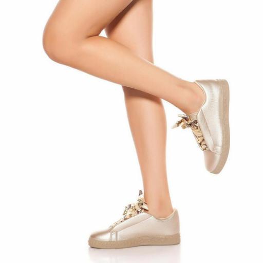 Zapatillas oro con cordones decorativos [2]