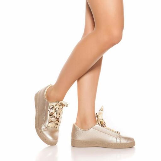 Zapatillas oro con cordones decorativos [3]
