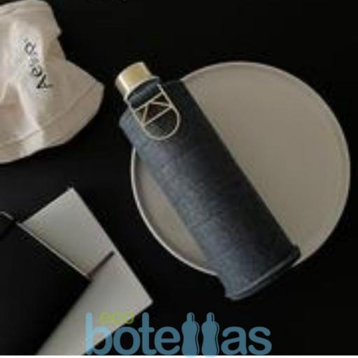 EQUA Blueberry botella de cristal (750ml) con funda [3]