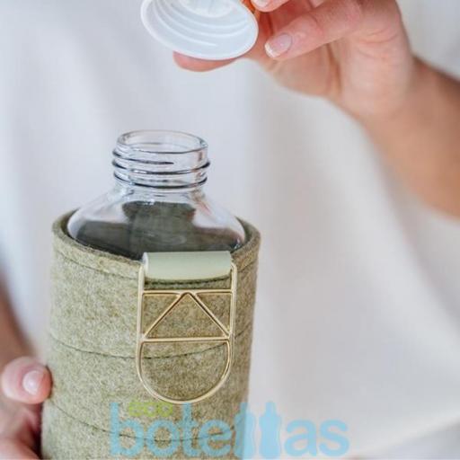 EQUA Pistacho botella de cristal (750ml) con funda [2]