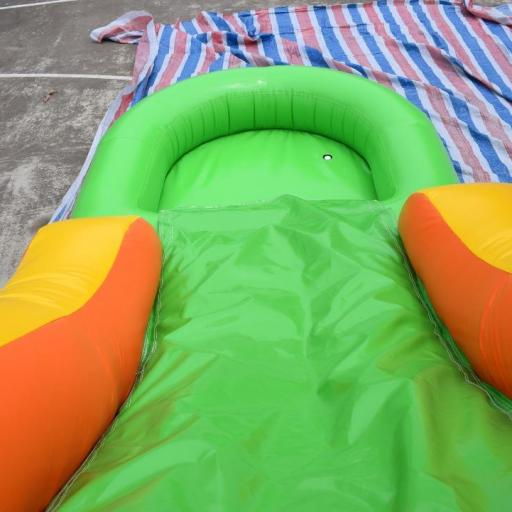 Castillo acuático 4*5. La piscina es extraíble, se puede usar como castillo hinchable acuático, como un castillo normal o utilizarlo como tobogán para tu piscina [1]