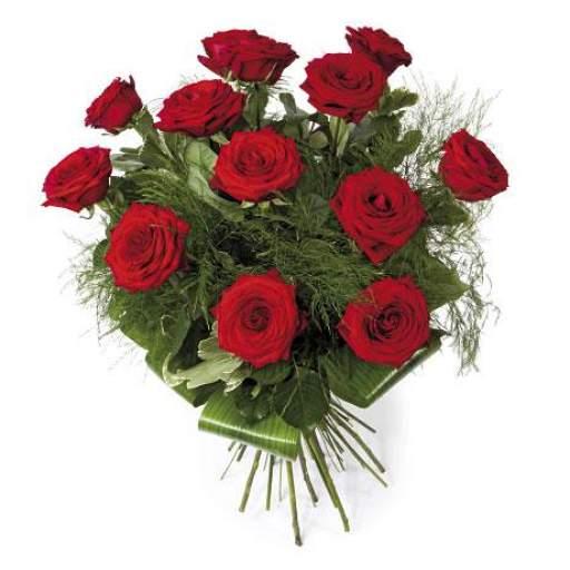 12 Rosas rojas  tallo largo preparadas con verdes de regalo