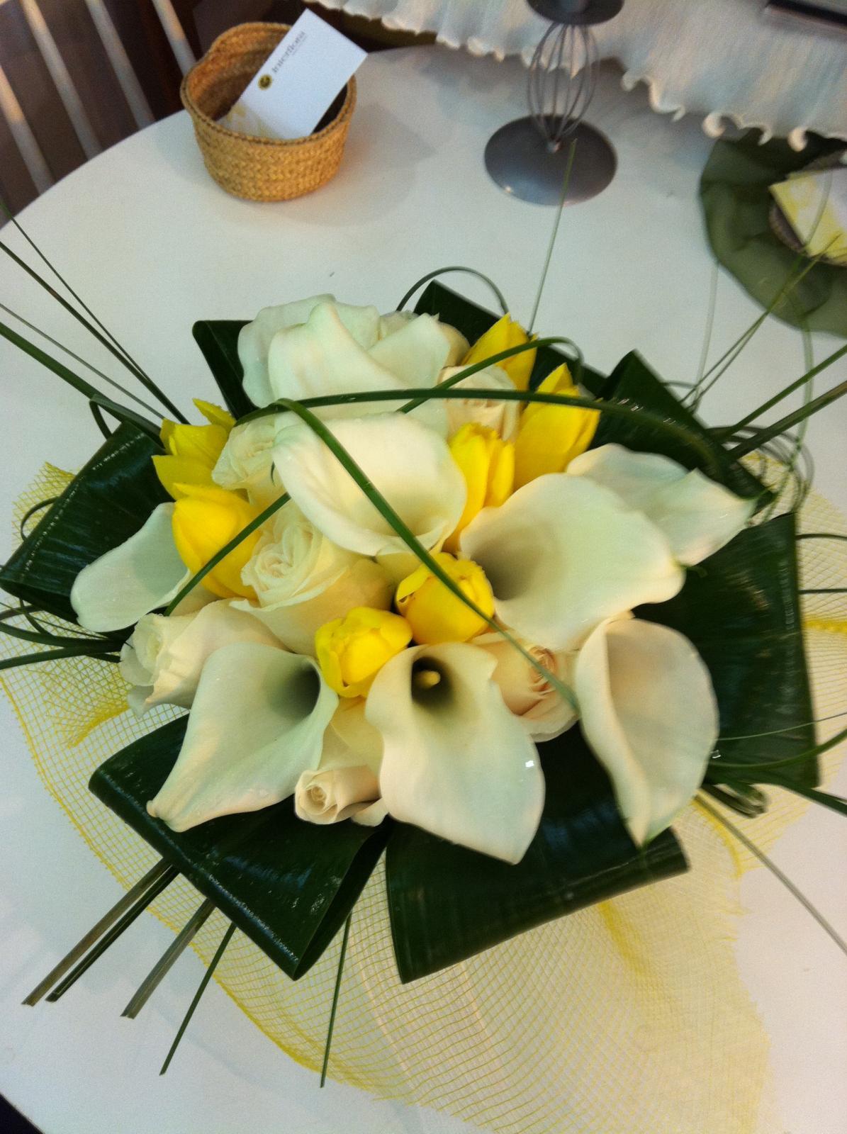 Ramo de novia en tonos blanco y amarillo (Consultar precio)