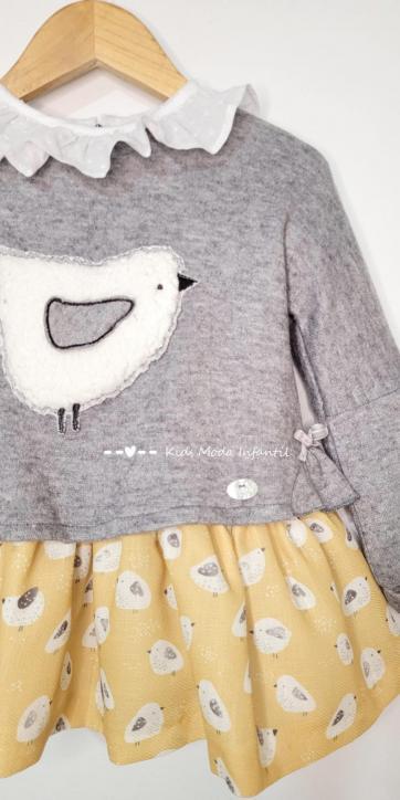 Vestido niña punto gris con falda pollitos estampados de Basmartí