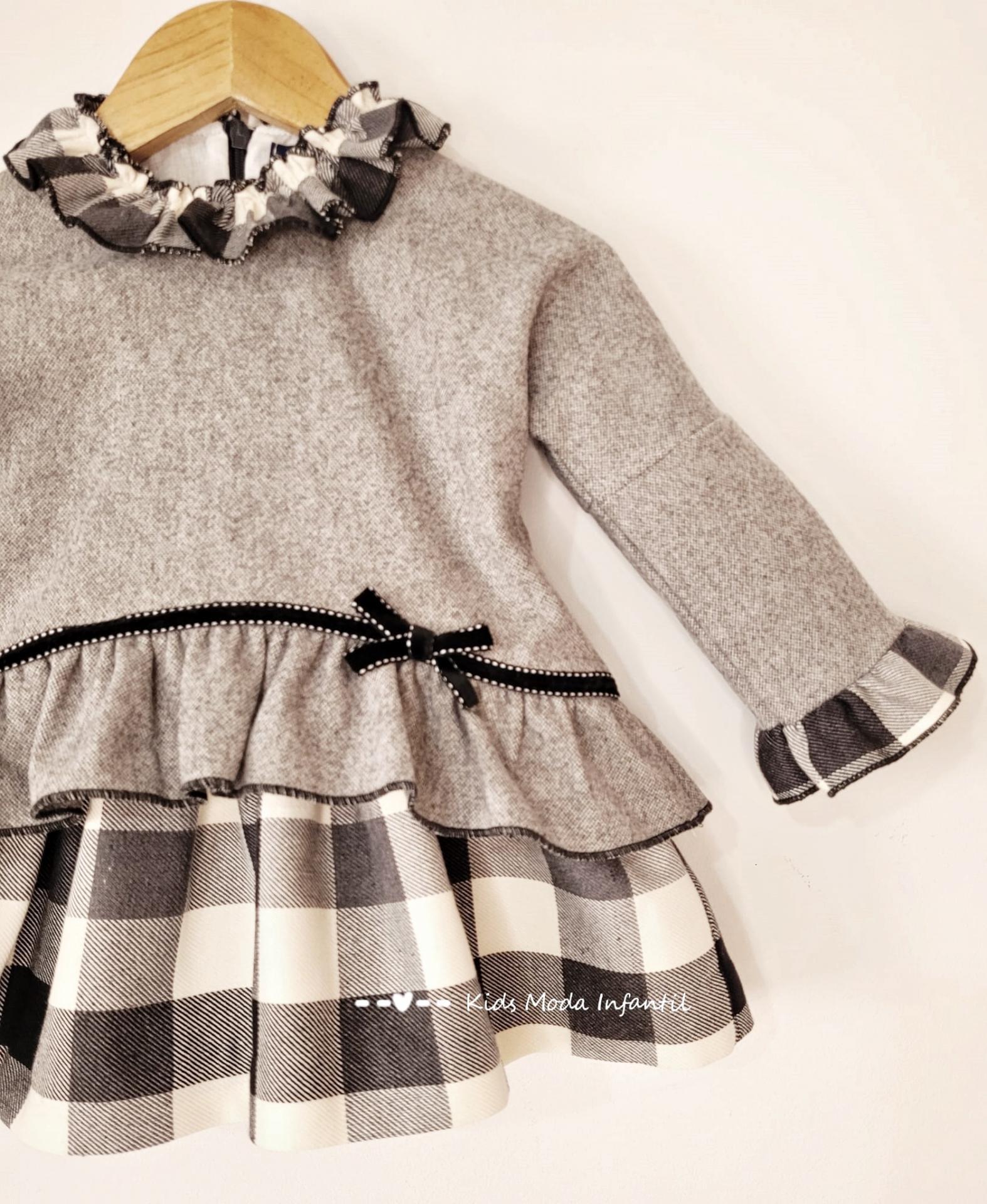 Vestido bebe vuelo gris de cuadros estampados de Basmarti