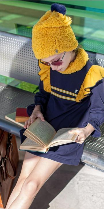 Vestido niña evase sudadera marino con volantes hombros de Vera Moda Infantil