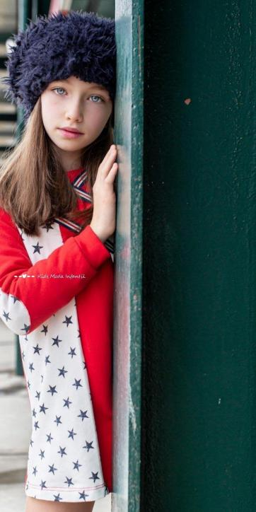 Vestido niña sudadera rojo con estrellas estampadas de Vera Moda Infantil