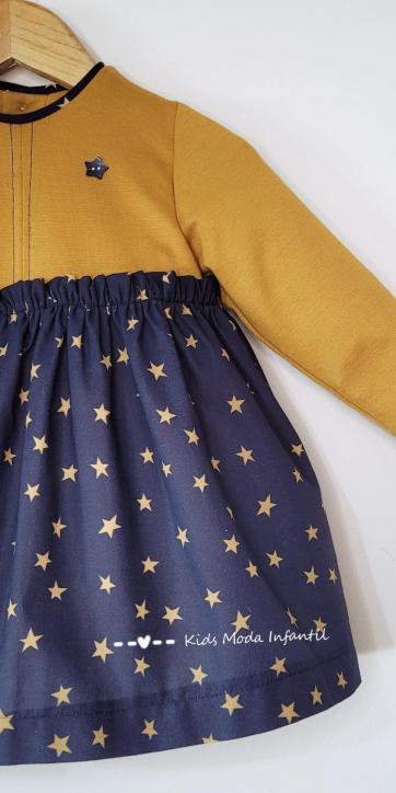 Vestido bebe mostaza con estrellas estampadas de Cuka Moda Infantil