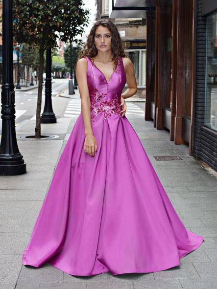 Vestido de fiesta largo.Corte princesa.