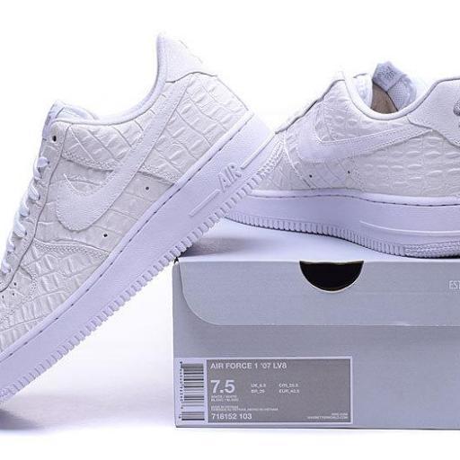 Nike Air Force 1 07 LV8 [3]