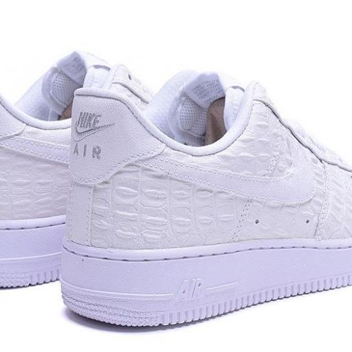 Nike Air Force 1 07 LV8 [2]