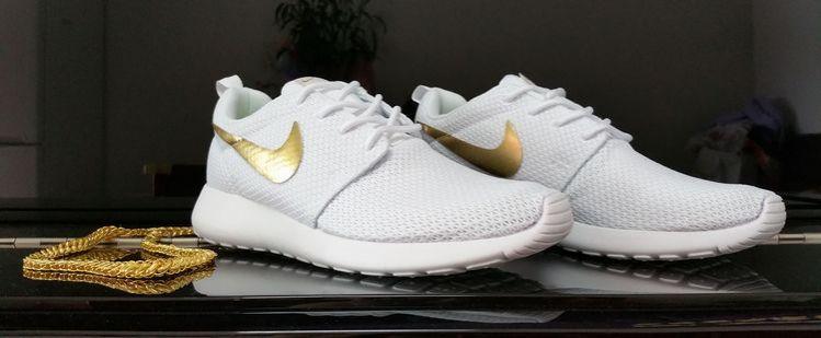 Nike Roshe Run Gold