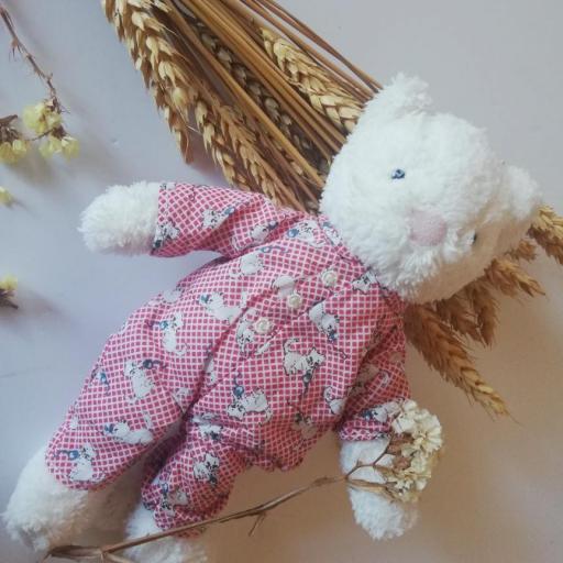 gatito con pijama
