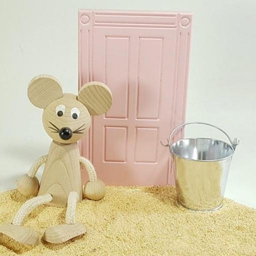 puerta ratoncito + ratón + cubo