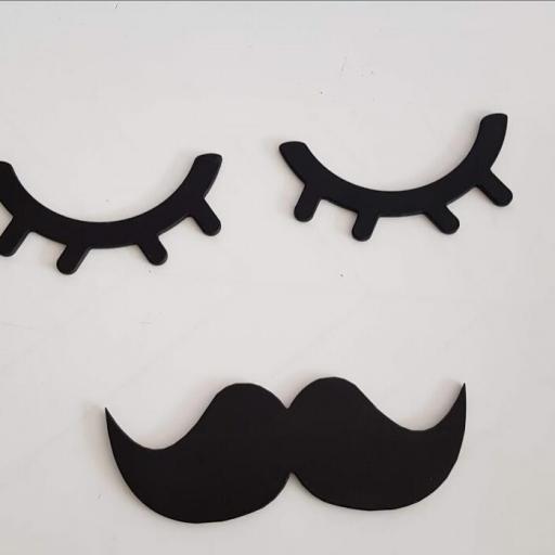 pestañas con bigote
