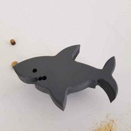tirador/colgador tiburón