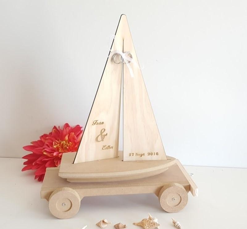 porta alianzas velero con remolque