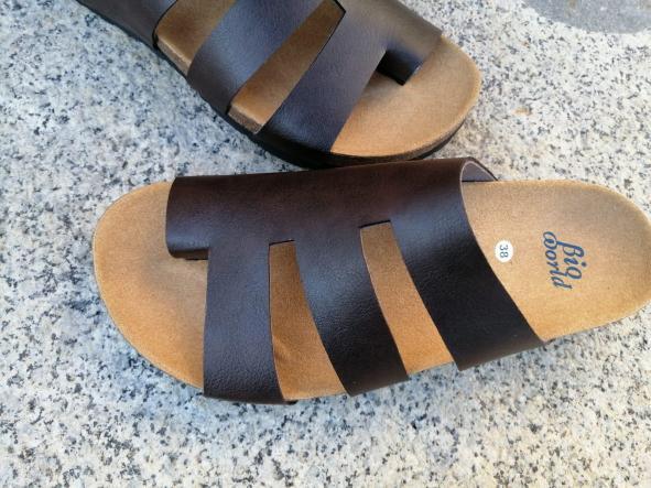 Modelo elias sandalias veganas, sandalias veganas mujer, calzado vegano, sandalias de tacón bajo, sandalias bioworld, vegan shoes.  [1]