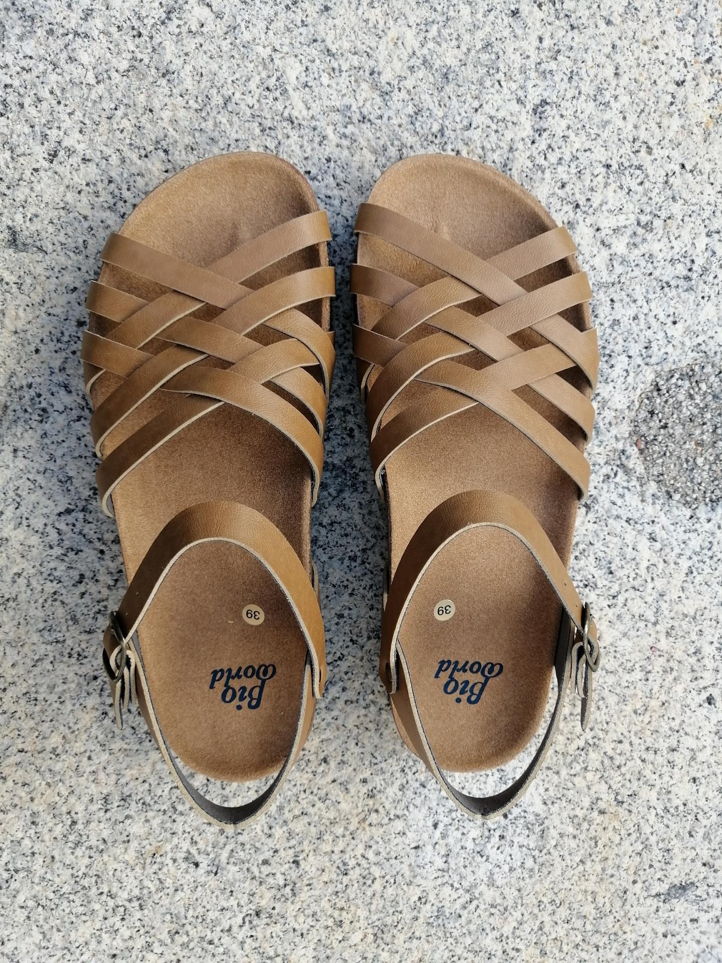 ELCANO Camel, NUEVO 2020, sandalias veganas, sandalias veganas mujer, calzado vegano, sandalias de tacón bajo, sandalias bioworld, vegan shoes, sandalias color camel.