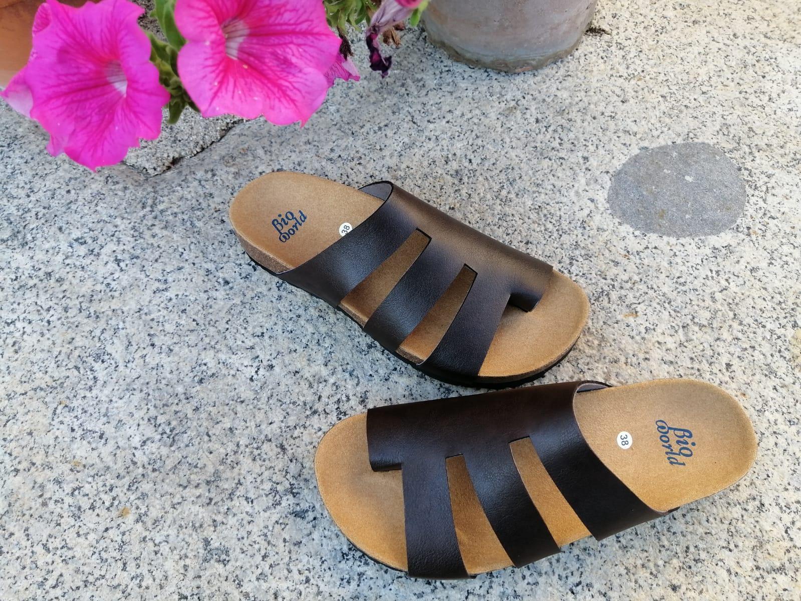 Modelo elias sandalias veganas, sandalias veganas mujer, calzado vegano, sandalias de tacón bajo, sandalias bioworld, vegan shoes.