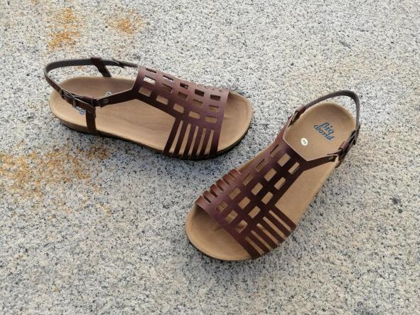ECKHART marrón, Colección 100% HECHO A MANO, sandalias veganas, sandalias veganas mujer, calzado vegano, sandalias de tacón bajo, sandalias bioworld, vegan shoes.  [1]
