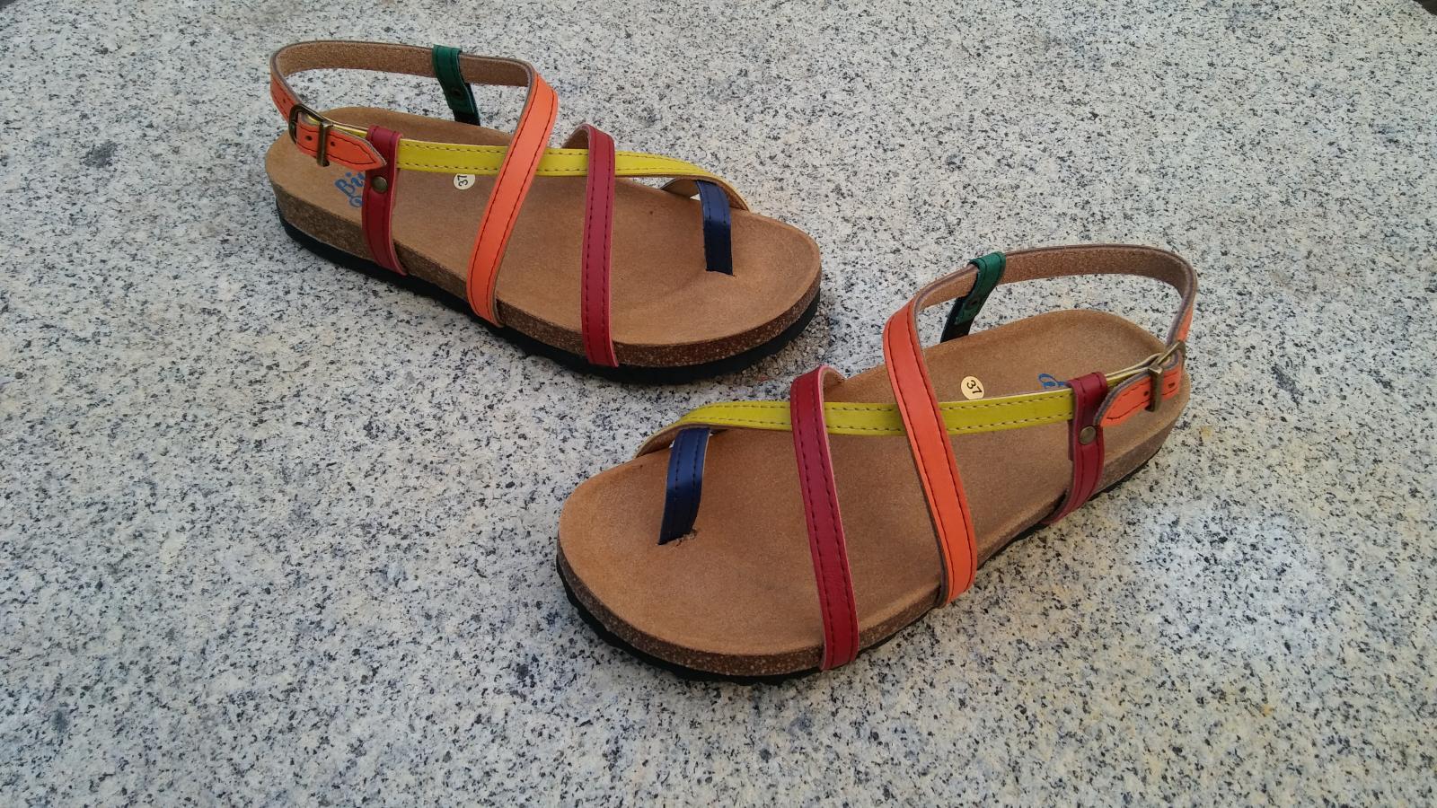HECTOR COMBI, sandalias veganas, sandalias veganas mujer, calzado vegano, sandalias de tacón bajo, sandalias bioworld, vegan shoes, sandalias de colores.