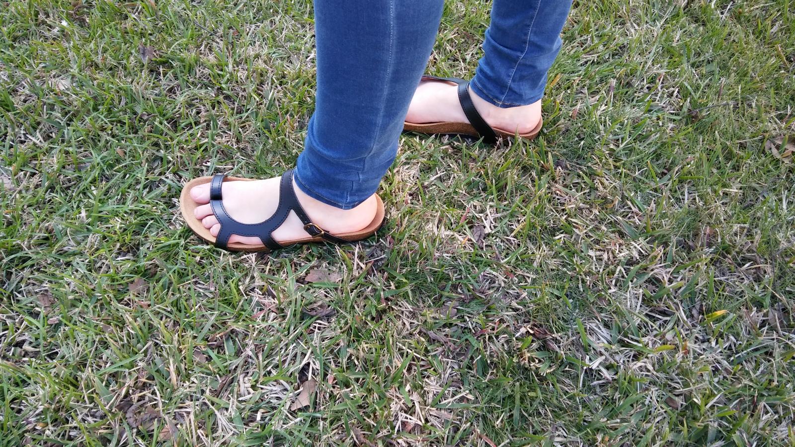 LUNA  NEGRO, sandalias veganas, sandalias veganas mujer, calzado vegano, sandalias de tacón bajo, sandalias bioworld, vegan shoes.