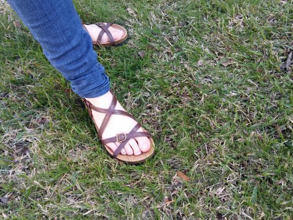 BOLERO MARRON, sandalias veganas, sandalias veganas mujer, calzado vegano, sandalias de tacón bajo, sandalias bioworld, vegan shoes.